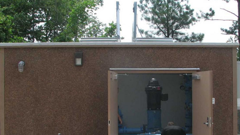 Floor-less Concrete Pump Enclosure with Roof Hatch
